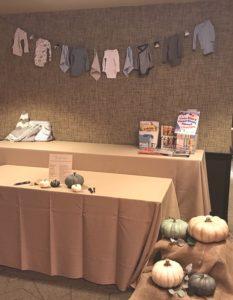 gift table decor