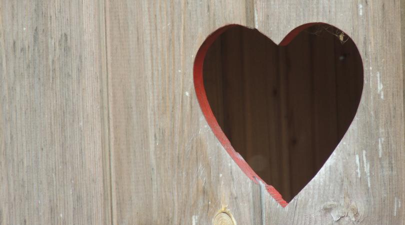 Cute & Inexpensive Valentine's Day Decor